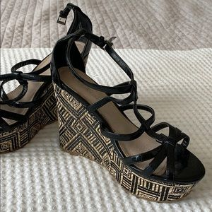 Black and wicker wedges